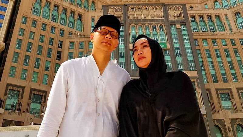 https: img-o.okeinfo.net content 2018 01 11 33 1843514 ultah-pernikahan-ke-24-begini-curahan-hati-armand-maulana-untuk-dewi-gita-75efjjoyJS.jpg
