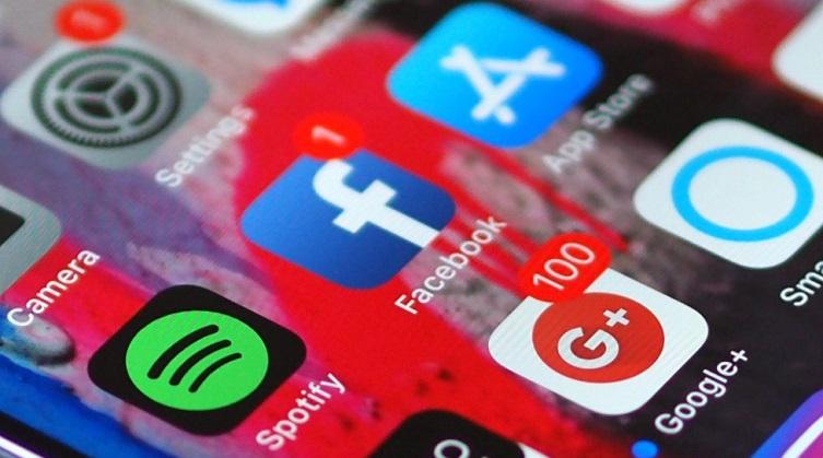 https: img-o.okeinfo.net content 2018 01 12 207 1844004 facebook-rombak-news-feed-dorong-interaksi-antar-pengguna-9MQLmjpZOJ.jpg