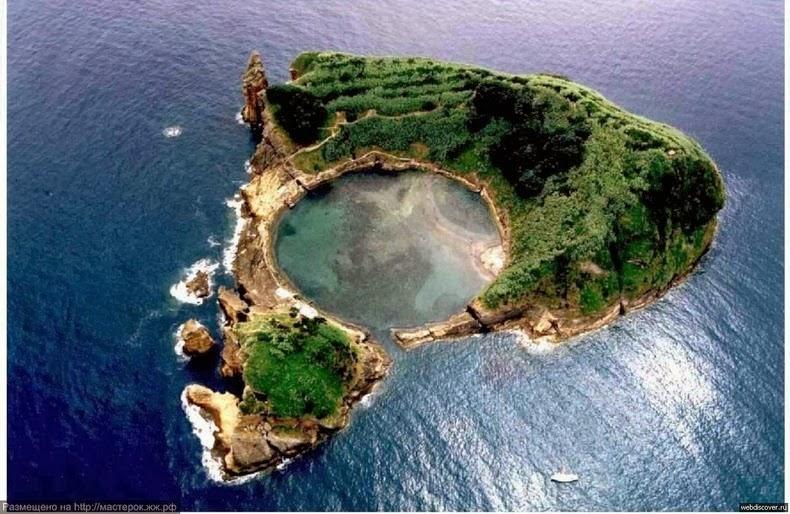 https: img-o.okeinfo.net content 2018 01 12 406 1843848 ajaib-ada-danau-di-tengah-laut-di-portugal-VqboGNWgQ0.jpg