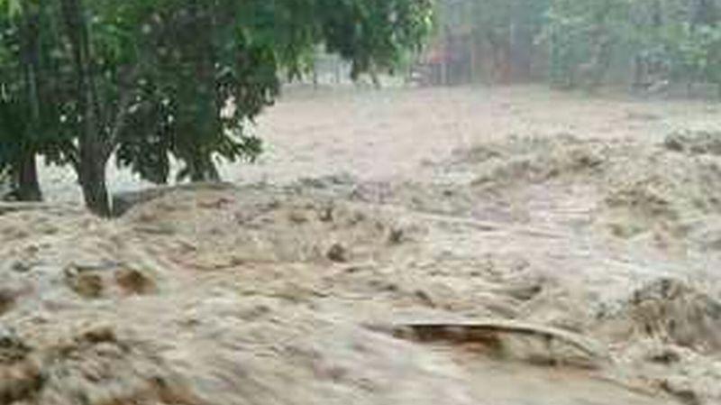 https: img-o.okeinfo.net content 2018 01 13 340 1844608 jembatan-penghubung-bengkayang-singkawang-roboh-akibat-banjir-ncuZCIQZkx.jpg