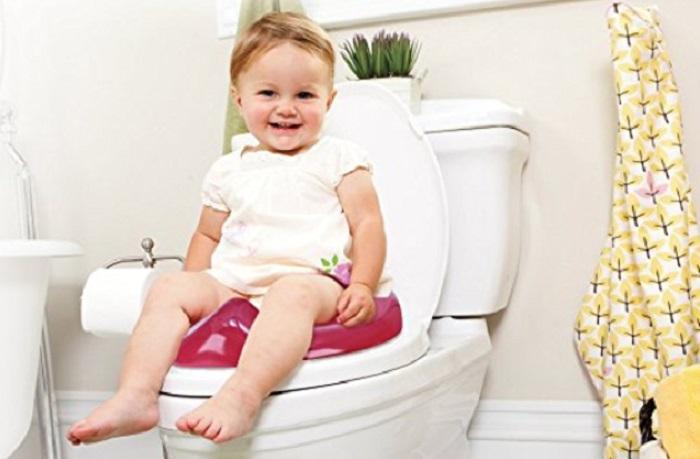 https: img-o.okeinfo.net content 2018 01 14 196 1844772 jadi-pelajaran-balita-3-tahun-terjepit-di-kursi-toilet-khusus-anak-NMm5xTKCJV.jpg