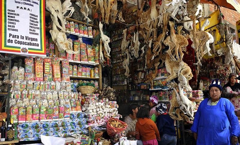 https: img-o.okeinfo.net content 2018 01 18 406 1847116 mengintip-pasar-suvenir-paling-ekstrem-di-bolivia-iXt0ggAc7F.jpg