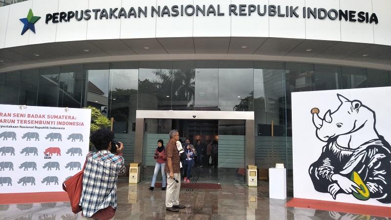 https: img-o.okeinfo.net content 2018 01 20 406 1847805 libur-akhir-pekan-intip-pameran-lukisan-badak-sumatera-di-perpustakaan-nasional-yuk-HrtVUAlFYl.jpg