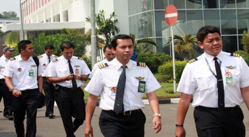 https: img-o.okeinfo.net content 2018 01 25 320 1850103 banyak-pilot-indonesia-menganggur-karena-tidak-ada-batasan-pekerja-asing-dBCjZAWDDL.jpg