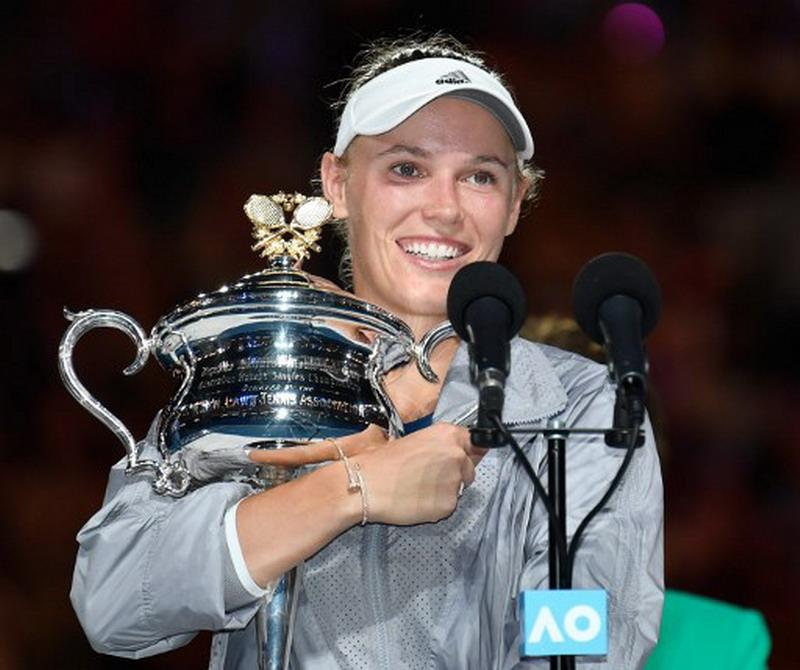https: img-o.okeinfo.net content 2018 01 27 40 1851141 wozniacki-angkat-trofi-pertamanya-di-australia-open-2018-O3UblPFGAB.jpg