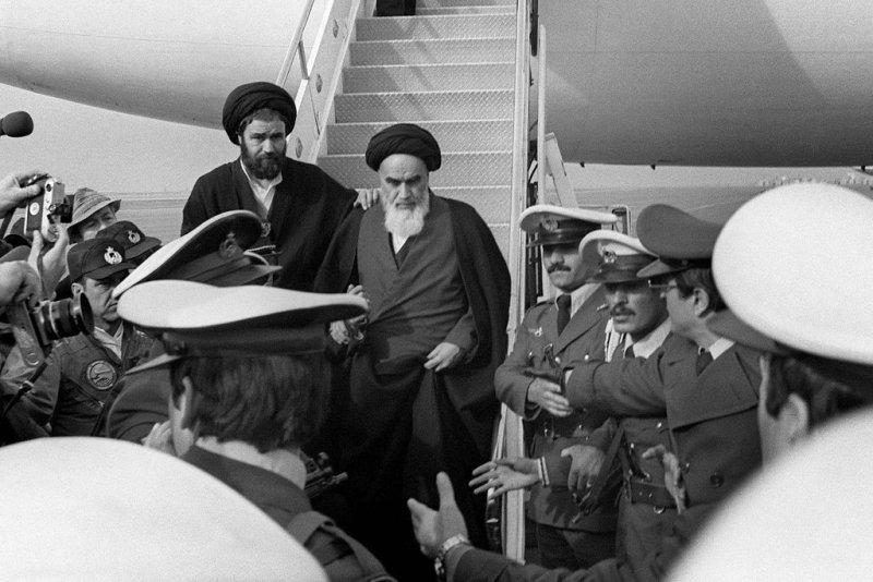 https: img-o.okeinfo.net content 2018 01 31 18 1852850 lima-juta-rakyat-iran-sambut-kembalinya-ayatollah-khomeini-setelah-14-tahun-pengasingan-VB0JXYSthx.jpg