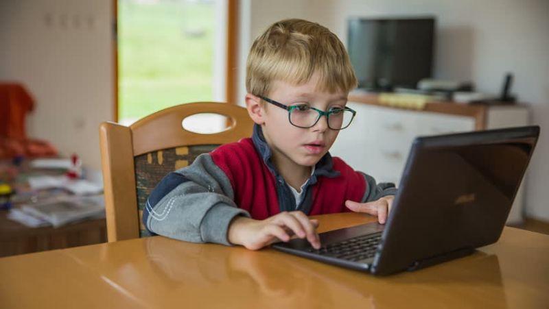 https: img-o.okeinfo.net content 2018 02 03 56 1854318 76-anak-berusia-di-bawah-6-tahun-mampu-akses-internet-meski-tak-aman-uxYSUaCMLQ.jpg