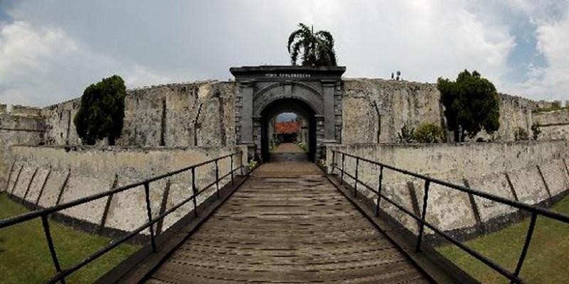 https: img-o.okeinfo.net content 2018 02 05 406 1854872 fort-marlborough-benteng-berusia-358-tahun-yang-tidak-pernah-direnovasi-kyQSMxXWaH.jpeg