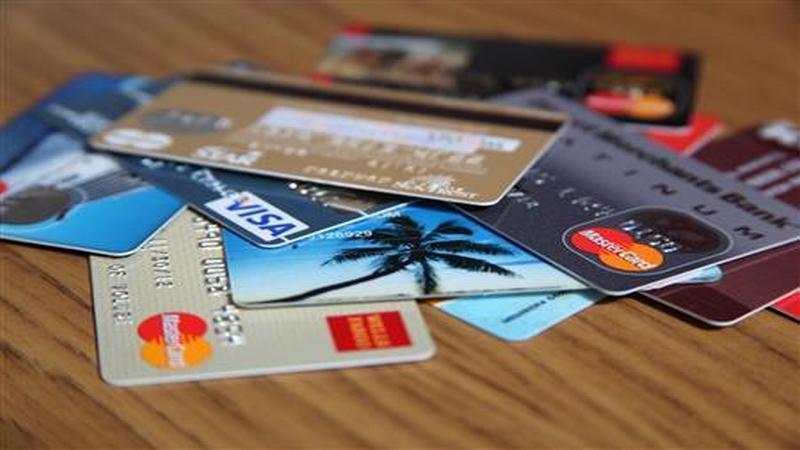 https: img-o.okeinfo.net content 2018 02 06 320 1855515 pemerintah-berencana-tarik-pajak-kartu-kredit-data-nasabah-dalam-incaran-9ZDOiHTvbz.jpg
