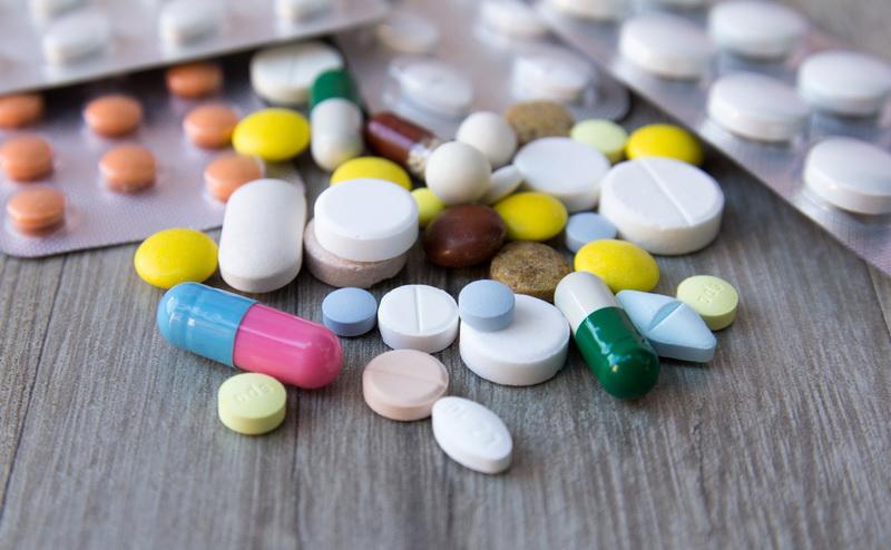 https: img-o.okeinfo.net content 2018 02 06 481 1855601 ylki-tuntut-apotek-penjual-obat-palsu-ditutup-RPvhpBzg8M.jpg