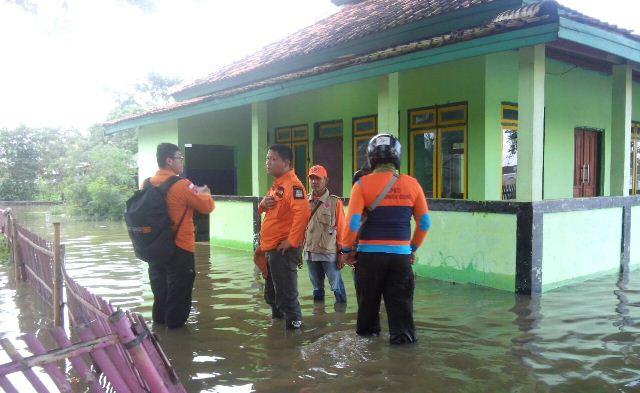 https: img-o.okeinfo.net content 2018 02 08 338 1856541 sudah-4-hari-banjir-rendam-sejumlah-kecamatan-di-kabupaten-bekasi-iJXHewd04Y.jpg
