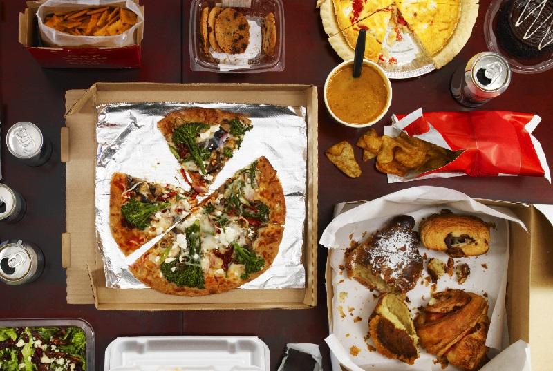 https: img-o.okeinfo.net content 2018 02 13 298 1859163 junk-food-bisa-berikan-manfaatkan-kesehatan-asalkan-P42G2tXjay.jpg