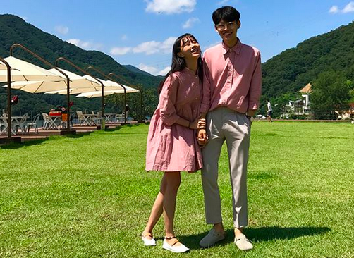 https: img-o.okeinfo.net content 2018 02 14 194 1859299 inspirasi-baju-couple-untuk-rayakan-momen-istimewa-di-hari-valentine-HzQPNDe5sr.png
