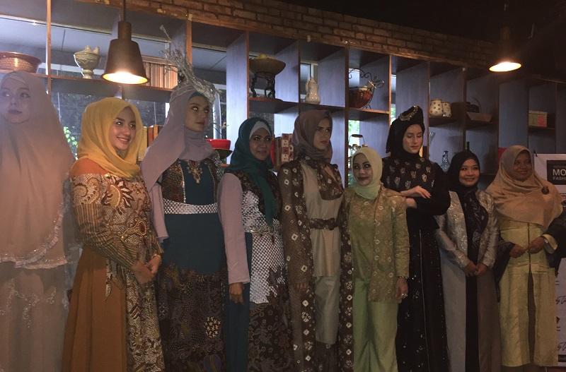 https: img-o.okeinfo.net content 2018 02 14 194 1859743 5-desainer-modest-indonesia-akan-unjuk-gigi-di-fashion-scout-london-fashion-week-2018-CGn7dBvSol.jpg