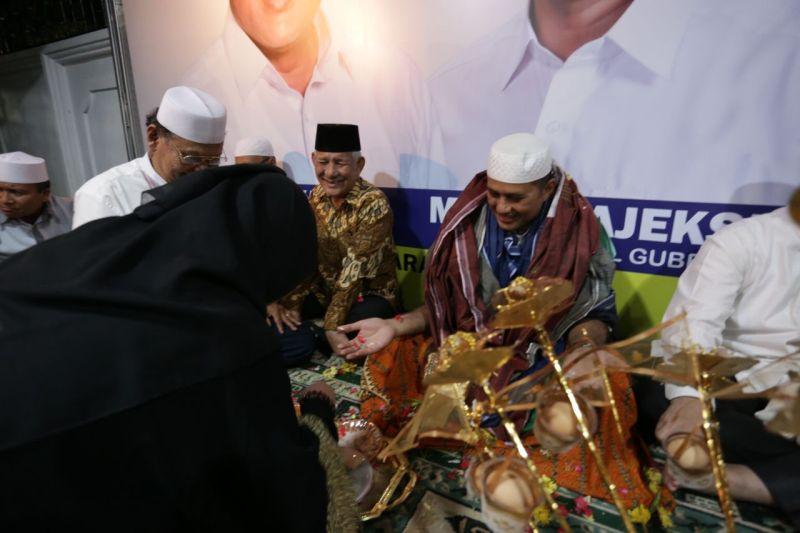 https: img-o.okeinfo.net content 2018 02 14 340 1859526 ulama-sumut-minta-pasangan-eramas-tak-menjual-agama-demi-kepentingan-politik-3UROKRI66f.jpg