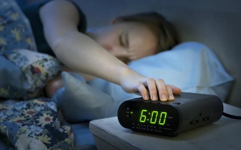 https: img-o.okeinfo.net content 2018 02 14 481 1859269 jangan-pilih-snooze-saat-alarm-berbunyi-bahaya-kesehatan-mengancam-QMIwwhpboy.jpg