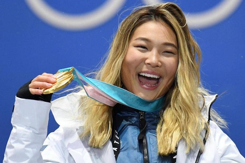 https: img-o.okeinfo.net content 2018 02 15 194 1860192 atlet-wanita-ini-tahan-tangis-saat-raih-medali-emas-alasannya-demi-eyeliner-cIThBYKkPu.jpg