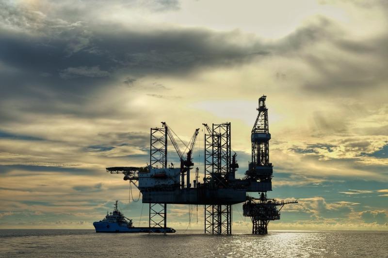 https: img-o.okeinfo.net content 2018 02 15 320 1859859 harga-minyak-rebound-dipicu-pasokan-as-yang-tak-naik-signifikan-KY2iz5wRT8.jpg