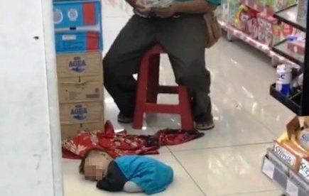 https: img-o.okeinfo.net content 2018 02 15 338 1860322 alasan-si-suling-ajak-anak-kandungnya-ngamen-hingga-tergeletak-lemas-FuBveDUU8M.JPG