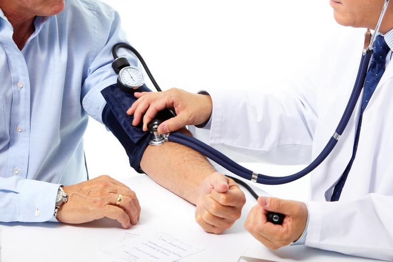 https: img-o.okeinfo.net content 2018 02 15 481 1859840 lebih-berbahaya-mana-tekanan-darah-tinggi-atau-darah-rendah-Eyyhq8ZGsR.jpg