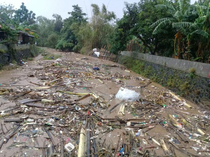 https: img-o.okeinfo.net content 2018 02 15 512 1860329 gelontoran-sampah-sungai-perparah-banjir-di-semarang-TIoUELmdoG.jpg