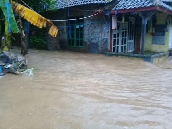 https: img-o.okeinfo.net content 2018 02 15 512 1860368 hujan-seharian-banjir-kepung-kota-semarang-UUd1IpGXDH.jpg