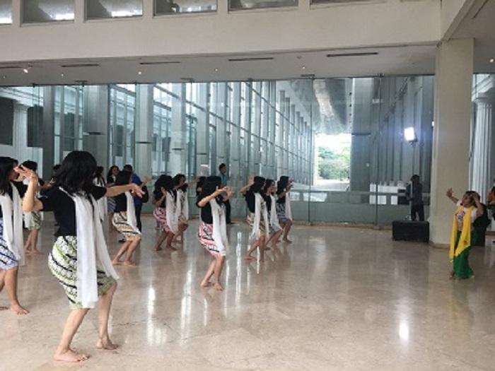 https: img-o.okeinfo.net content 2018 02 17 194 1860809 karantina-hari-ke-8-lihat-serunya-finalis-miss-indonesia-menari-tradisional-di-museum-nasional-jUBnynEjjz.jpg