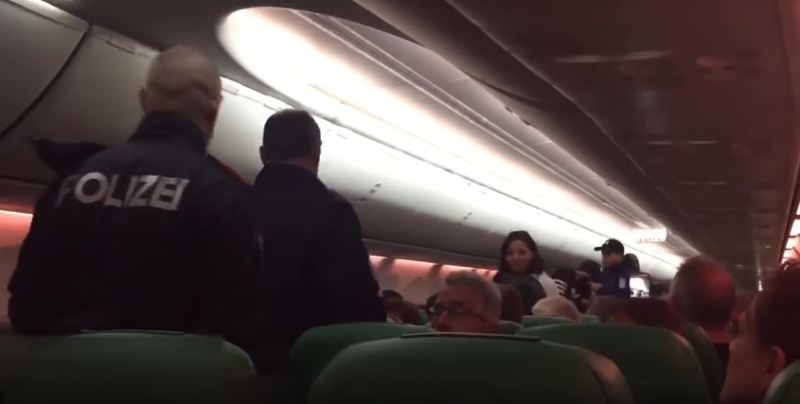 https: img-o.okeinfo.net content 2018 02 18 18 1861153 penumpang-tak-berhenti-kentut-pesawat-transavia-mendarat-darurat-eAyEZ6zY1w.jpg
