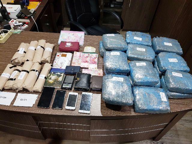 https: img-o.okeinfo.net content 2018 02 21 338 1862401 polisi-tangkap-tiga-bandar-narkoba-dan-amankan-40-kg-ganja-di-jakut-KM2H2d4NL3.jpg