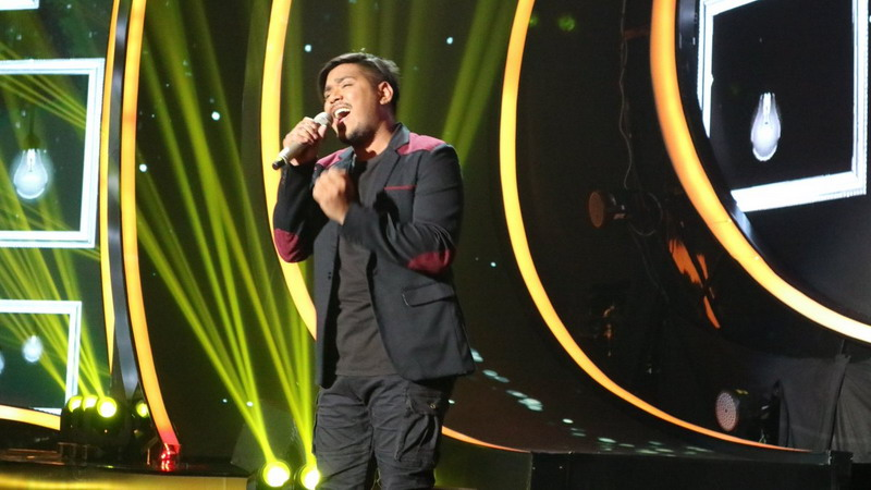 https: img-o.okeinfo.net content 2018 02 27 598 1865171 abdul-berhasil-bikin-5-juri-terpesona-di-pembukaan-top-8-indonesian-idol-yAO6ecbw51.jpg