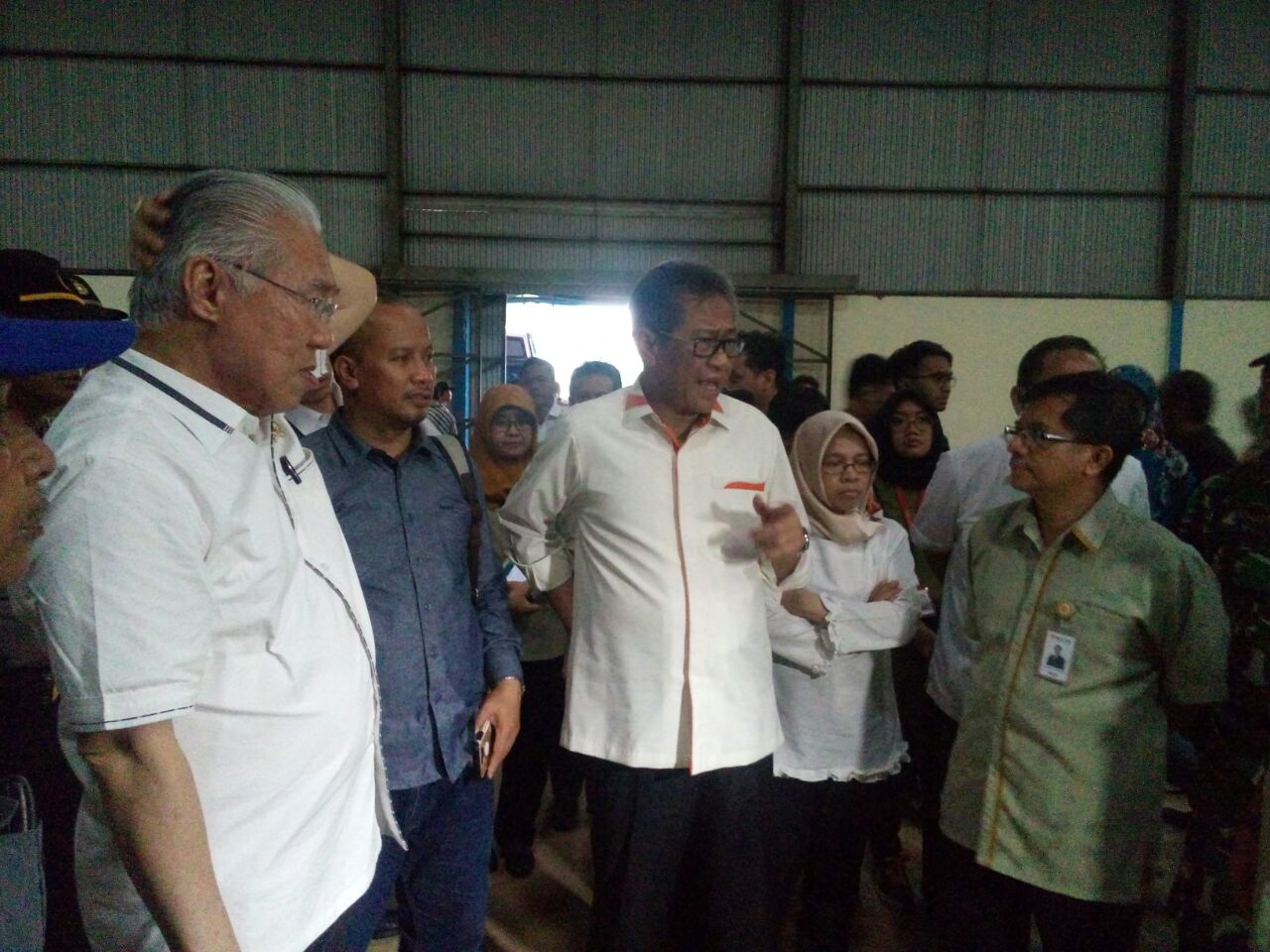 https: img-o.okeinfo.net content 2018 02 28 320 1865903 gudang-beras-bulog-di-indramayu-kosong-apa-benar-indonesia-surplus-beras-WMFDtFRpFT.jpeg