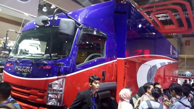 https: img-o.okeinfo.net content 2018 03 01 15 1866603 ini-dia-new-isuzu-giga-truk-dengan-kabin-belakang-hampir-10-meter-4tVLztjOx4.jpg