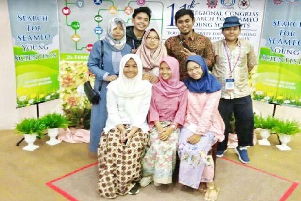 https: img-o.okeinfo.net content 2018 03 01 65 1866410 14-pelajar-indonesia-ikuti-kongres-ilmuwan-muda-di-malaysia-DZawvhBIAh.JPG