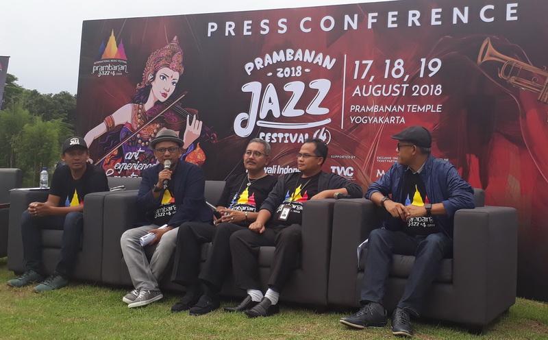 https: img-o.okeinfo.net content 2018 03 06 205 1868799 diana-krall-bakal-tampil-spesial-di-prambanan-jazz-festival-2018-yw4FnzXLea.jpg