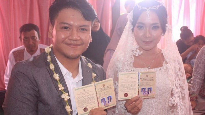 https: img-o.okeinfo.net content 2018 03 09 33 1870500 cerita-ilham-smash-setelah-rayakan-pernikahan-sederhana-4MHVRCK59X.jpg