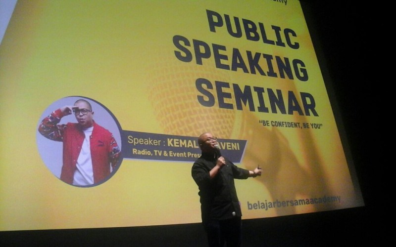 https: img-o.okeinfo.net content 2018 03 09 65 1870234 asah-soft-skill-mahasiswa-universitas-bakrie-gelar-seminar-public-speaking-8yz21M1VOd.jpg