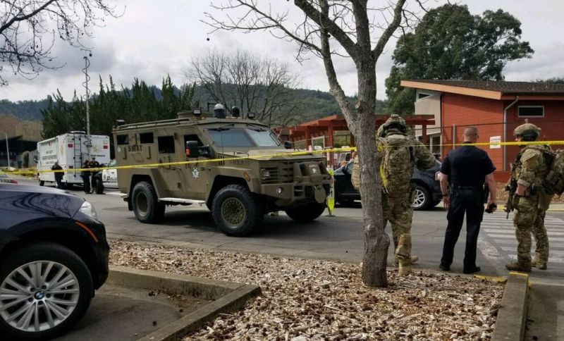 https: img-o.okeinfo.net content 2018 03 10 18 1870644 pria-bersenjata-lepaskan-30-tembakan-dan-sandera-3-orang-di-california-CzZtVmZMmI.jpg