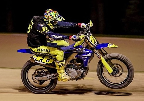 https: img-o.okeinfo.net content 2018 03 11 38 1871053 rossi-kembali-jajal-lintasan-motocross-jelang-seri-perdana-motogp-2018-2wUVMpD4FZ.jpg