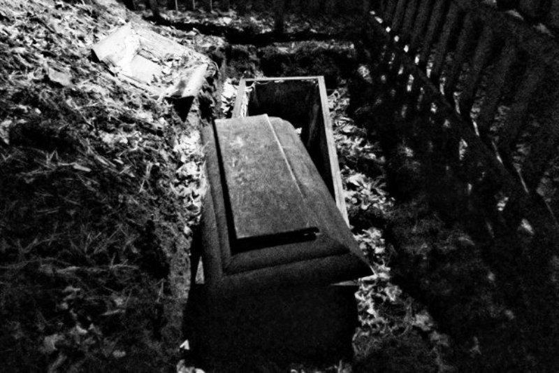 https: img-o.okeinfo.net content 2018 03 12 18 1871617 dua-perempuan-zimbabwe-dituduh-makan-bagian-tubuh-jenazah-kerabatnya-Zy0b2Xrefq.jpg