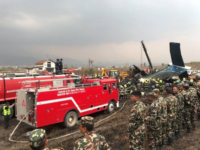https: img-o.okeinfo.net content 2018 03 12 18 1871633 pesawat-maskapai-bangladesh-jatuh-di-nepal-50-orang-tewas-YkxrVm7n3P.JPG
