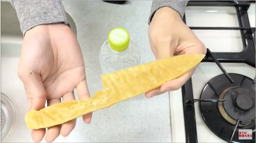 https: img-o.okeinfo.net content 2018 03 12 298 1871628 pisau-ini-terbuat-dari-pasta-spaghetti-tapi-ketajamannya-jangan-diragukan-gDrxLPi77l.jpg