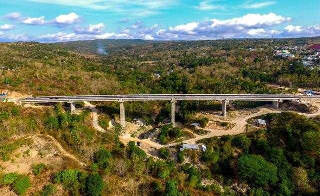 https: img-o.okeinfo.net content 2018 03 12 406 1871175 jembatan-petuk-kupang-menyimpan-pemandangan-alam-menakjubkan-VYrvfnZ7zk.jpeg