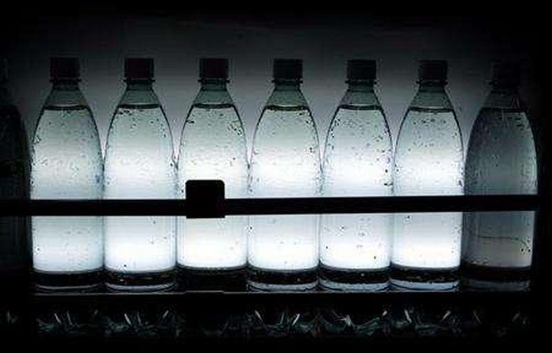https: img-o.okeinfo.net content 2018 03 15 320 1873464 hasil-riset-air-aqua-mengandung-partikel-plastik-danone-waters-metodologi-pengujian-masih-belum-jelas-23uf79CSz2.jpg