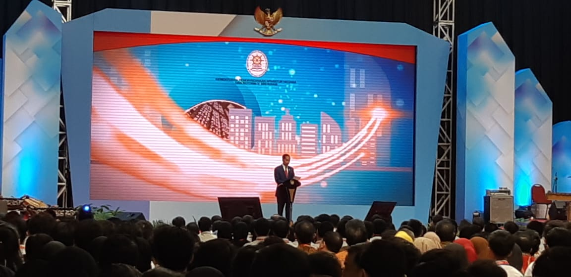 Presiden Jokowi memberikan kuliah umum kepada ribuan CPNS hasil perekrutan 2017 (Foto: Lidya Julita/Okezone))