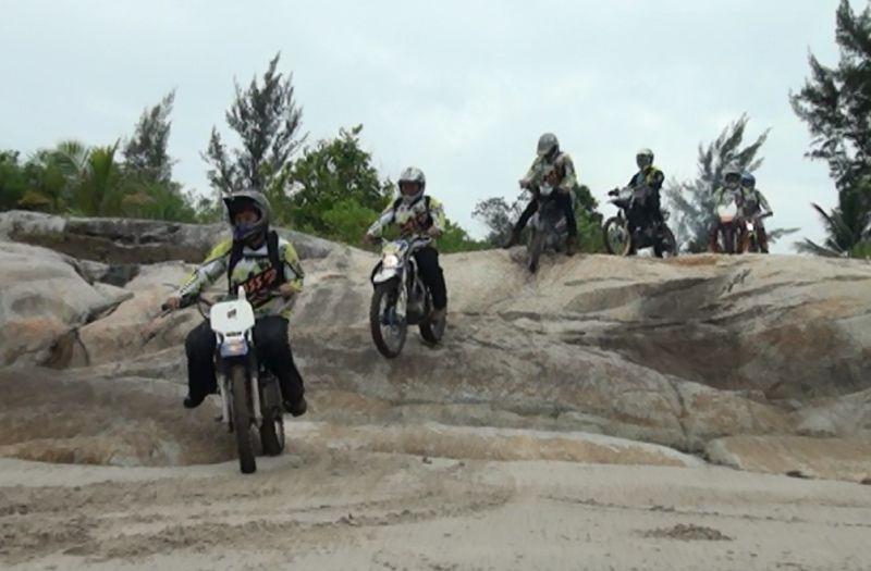 https: img-o.okeinfo.net content 2018 03 29 43 1879428 600-rider-moto-cross-2018-jelajahi-alam-di-pulau-bangka-kPKd1YZNfE.jpg