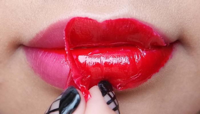 https: img-o.okeinfo.net content 2018 04 10 194 1884427 bukannya-bibir-seksi-yang-didapat-salah-beli-lipstik-bikin-bibir-wanita-ini-korengan-ZSEmTCmxKe.jpg