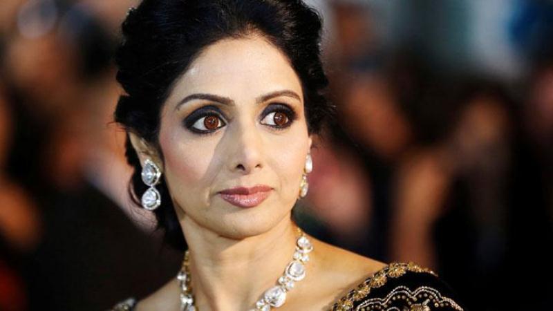 https: img-o.okeinfo.net content 2018 04 13 206 1886522 mendiang-sridevi-raih-best-actress-dalam-penghargaan-65th-national-film-awards-india-g1JIOnaClD.JPG