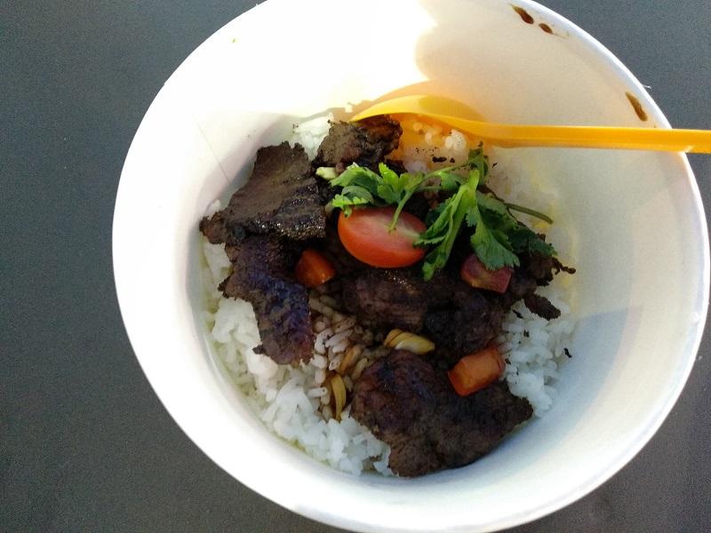 https: img-o.okeinfo.net content 2018 04 14 298 1886719 menyicip-kambing-guling-bakaraloka-bumbu-rempah-di-festival-kuliner-serpong-7TBlk9fWQN.jpg