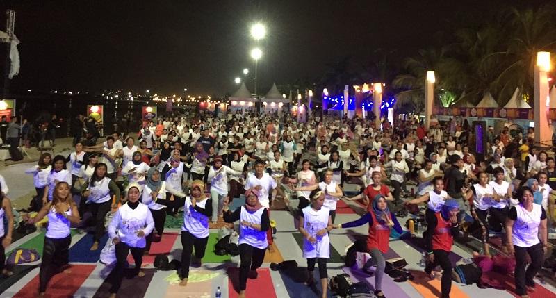 https: img-o.okeinfo.net content 2018 04 14 481 1886735 meriahnya-yoga-festival-2018-the-pop-of-yoga-mnc-channels-eiKadsOSQ3.jpg