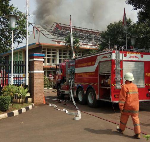 https: img-o.okeinfo.net content 2018 04 16 338 1887088 kebakaran-di-kompleks-pltd-senayan-empat-unit-damkar-dikerahkan-h7HDe6v7vf.jpg